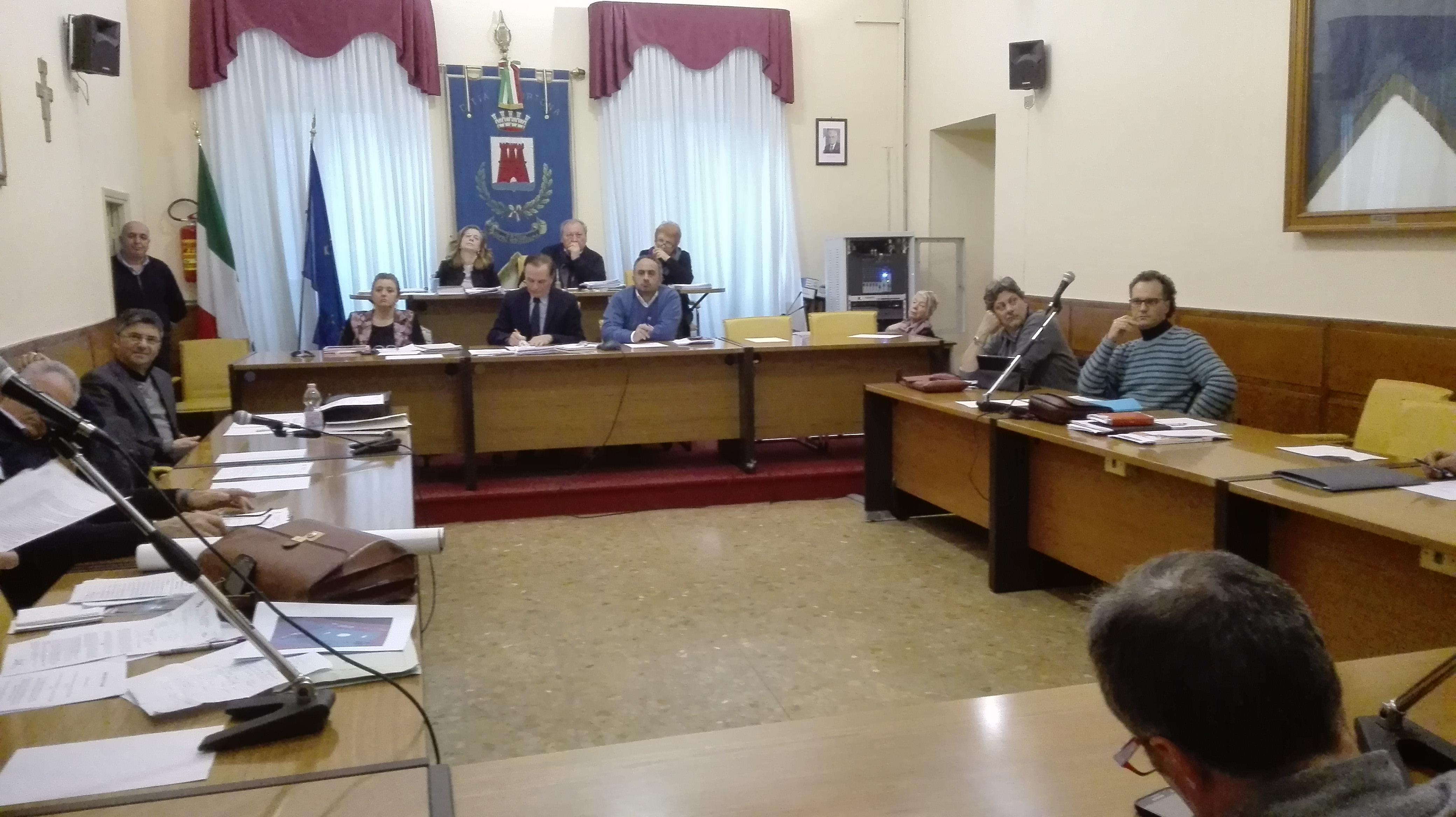 Ortona, Consiglio comunale. Rinviato il punto su referendum per il deposito di GPL