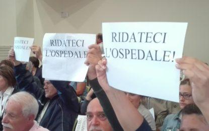 Ortona: proteste al convegno sulla sanità alla Sala Eden