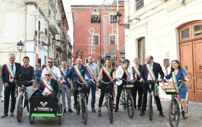 Rapino inaugura le stazioni di biciclette a pedalata assistita