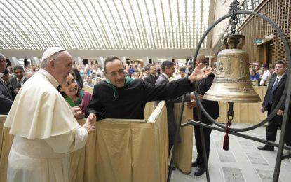 Torrevecchia: Papa Francesco benedice la nuova campana di San Rocco
