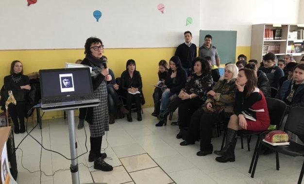 Ortona: la scrittrice Di Pietrantonio insieme ai ragazzi delle medie di Fontegrande