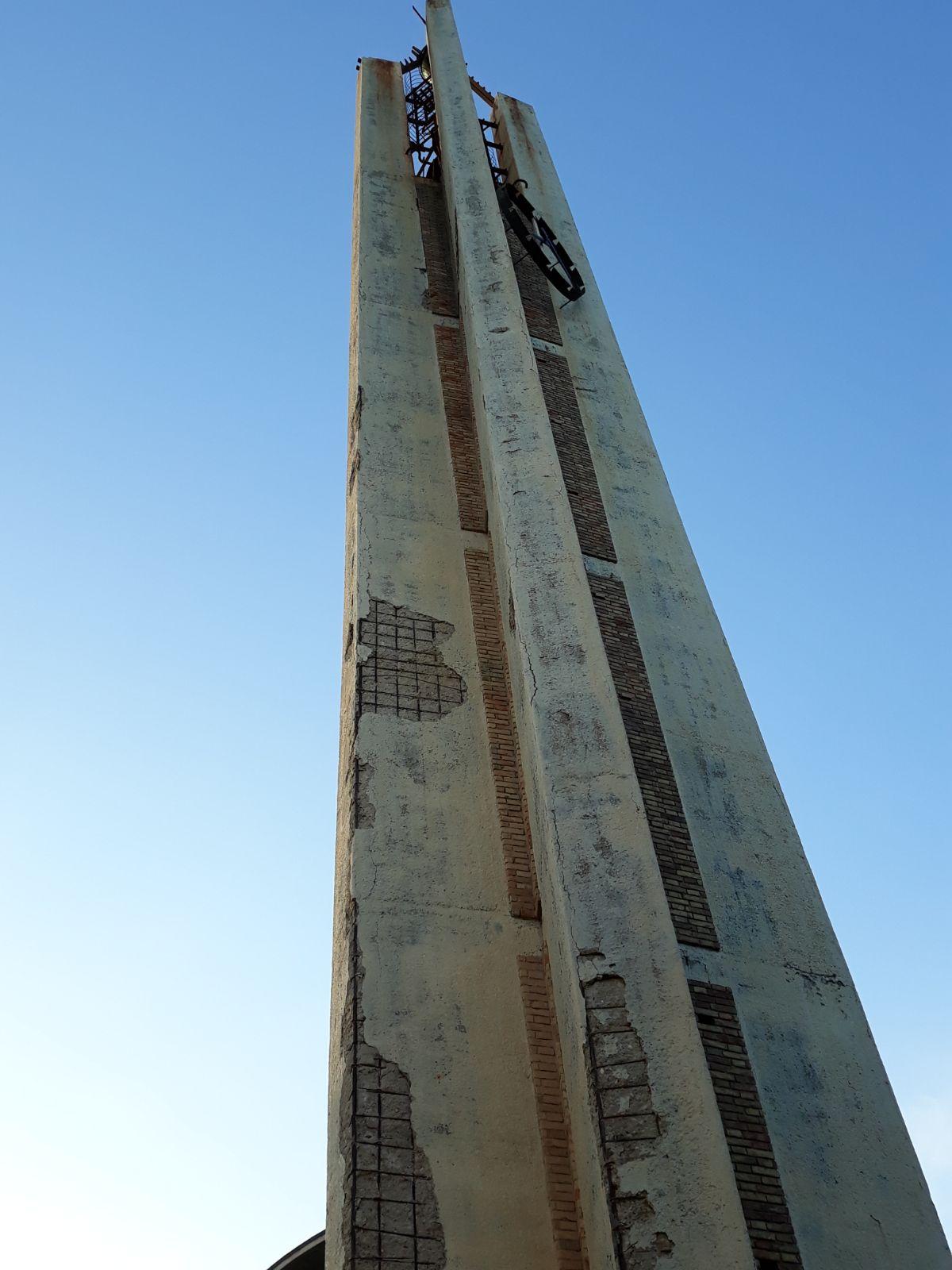 Francavilla: cadono calcinacci dal campanile di San Franco
