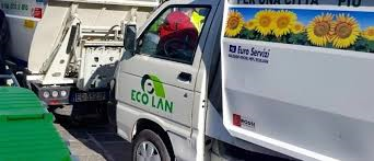 Ortona, nuovi calendari Ecolan: scoppia la polemica