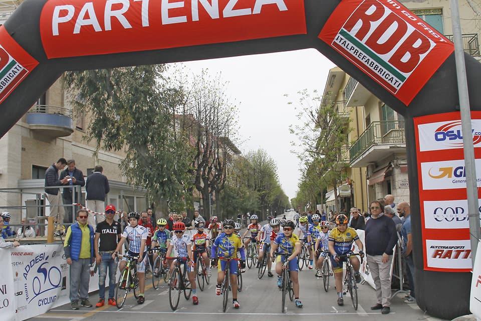 Giornata di sport a Francavilla: l'Addesi Cycling al fianco dei giovani
