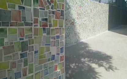 Torrevecchia: i bimbi della primaria realizzano un mosaico con Gabriele Serra