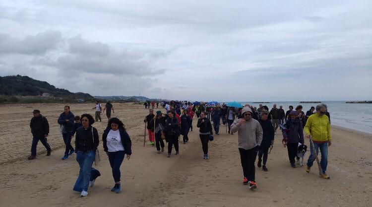 No alle concessioni balneari: in tanti oggi a difendere l'area delle Dune