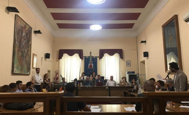 Ortona, concessioni balneari: protesta durante il Consiglio