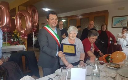 Nonna Carmina festeggia 100 anni: la centenaria di Tollo