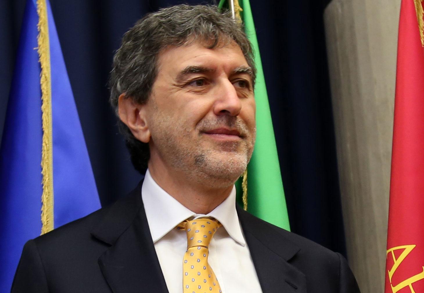 Marsilio pronto a chiudere attività non necessarie in Abruzzo