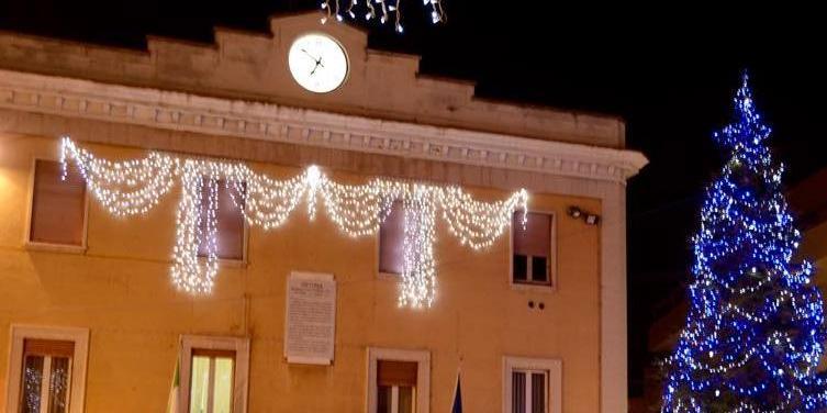 Manifestazioni natalizie, stanziati 50 mila euro: scoppia la polemica