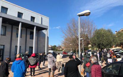 Consultorio, protesta davanti al distretto sanitario per la riapertura