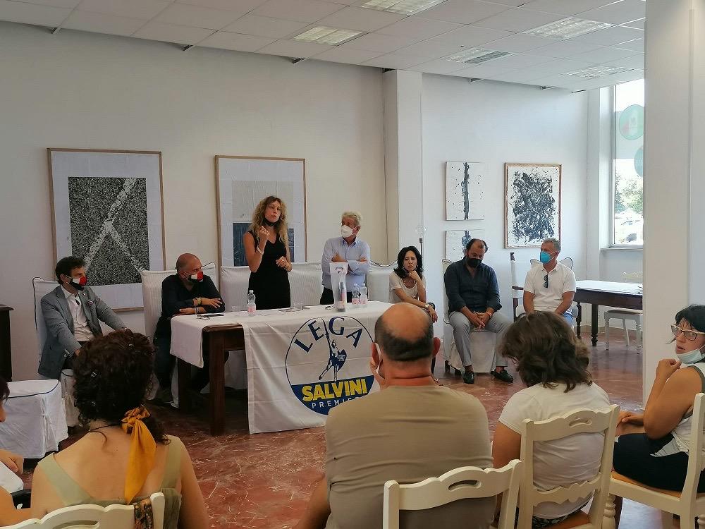 Il ministro Erika Stefani accolto dal candidato Roberto Angelucci