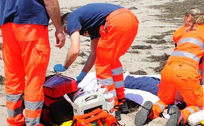 Uomo di 82 anni perde la vita in spiaggia: vani i soccorsi