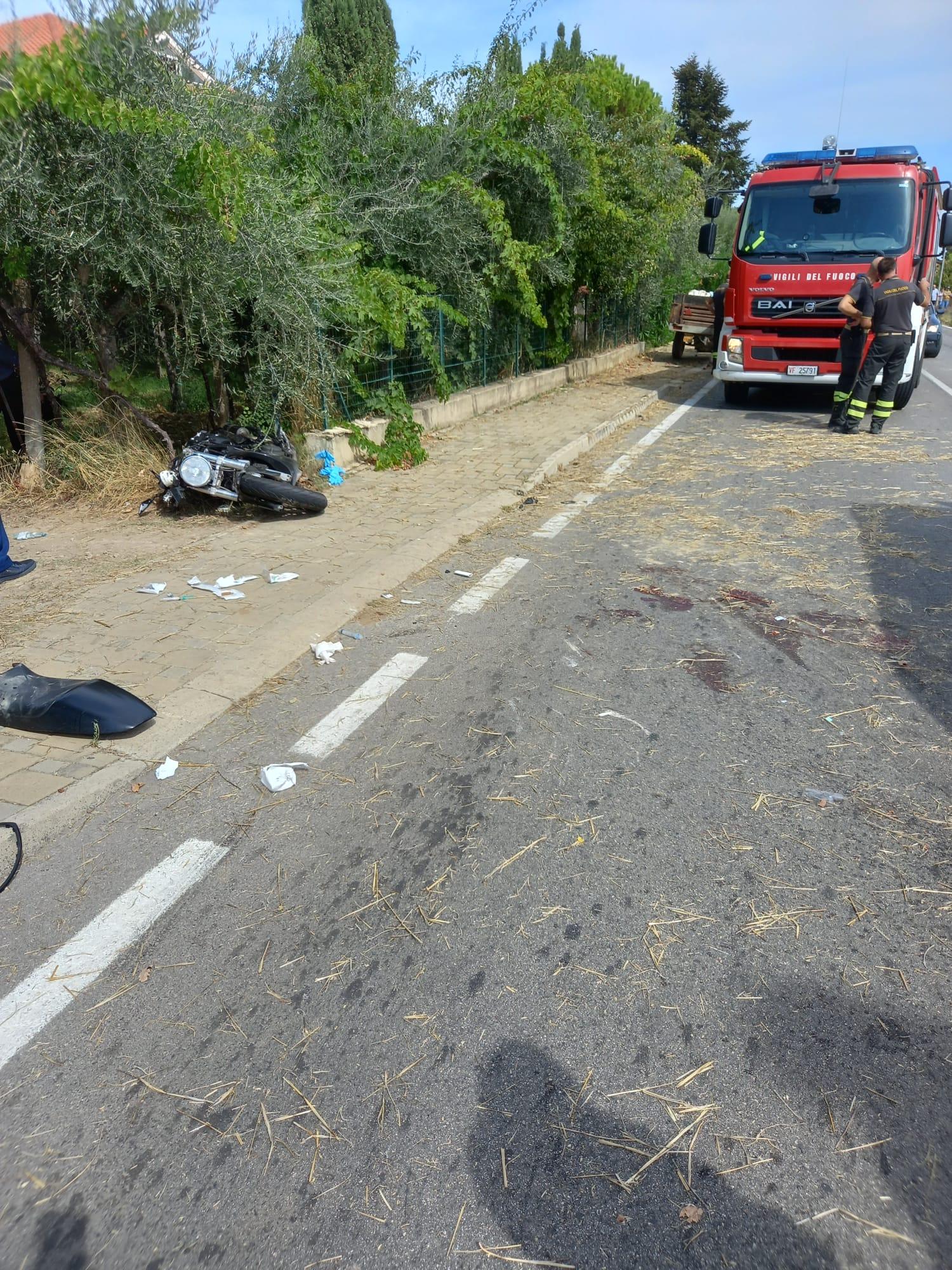 Scontro tra moto e trattore: grave trentanovenne